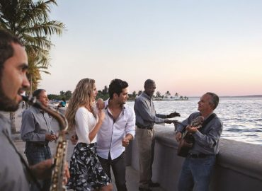 Kuba_Malecon_couple_cienfuegos_FVA_Cuba_jpg_1613056778_5